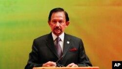 Sultan Hassanal Bolkiah, Selasa (22/10) mengumumkan rencana penerapan hukum pidana Islam di negaranya, yang akan diberlakukan secara bertahap mulai enam bulan ke depan (Foto: dok).