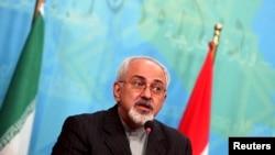 2013年9月8日伊朗外長穆罕默德•賈韋德•扎里夫訪問伊拉克期間在巴格達聯合記者會上(資料照片)