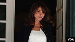Carla Bruni, isteri Presiden Perancis Nicolas Sarkozy, melahirkan bayi perempuan (19/10).