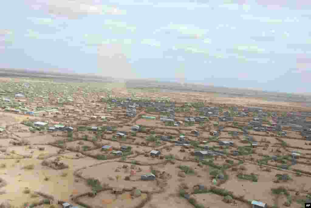 Dollo Ado, an Ethiopian border town of 30,000 permanent residents, is hosting an additional 120,000 refugees from Somalia. VOA - P. Heinlein