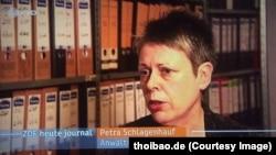 Nữ luật sư Schlagenhauf.