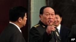 中国国防部长梁光烈将军(右,资料照)