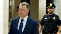 Курт Волкер, який пішов у відставку з посади спеціального представника США у справах України, 3 жовтня дав свідчення на закритому засіданні слідства у Конгресі