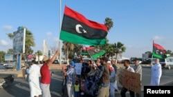 Demonstrasi menentang rancangan PBB mengenai kesepakatan politik antara dua pemerintah paralel di Libya, di Benghazi (18/9). (Reuters/Esam Omran Al-Fetori)