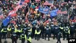 Sukob Trumpovih pristalica sa policijom na Capitol Hillu
