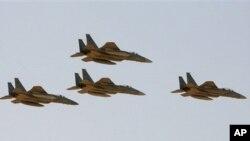 فرۆکهی جۆری F-15 بهشێکه لهو چهکانهی که ئهمهریکا به نیازه بیانفرۆشێته عهرهبستانی سعودی.