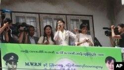태국 방문 중 연설하는 버마의 민주화 운동가 아웅산 수치 여사.