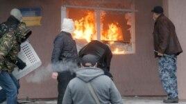 Protestuesit pro-rusë sfidojnë ultimatumin e Ukrainës