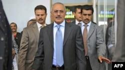 Əli Abdulla Saleh yeni konstitusiyanın təsisinə söz verib