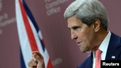 9일 런던을 방문중인 존 케리 미국 국무장관이 기자회견에서 발언하고 있다.