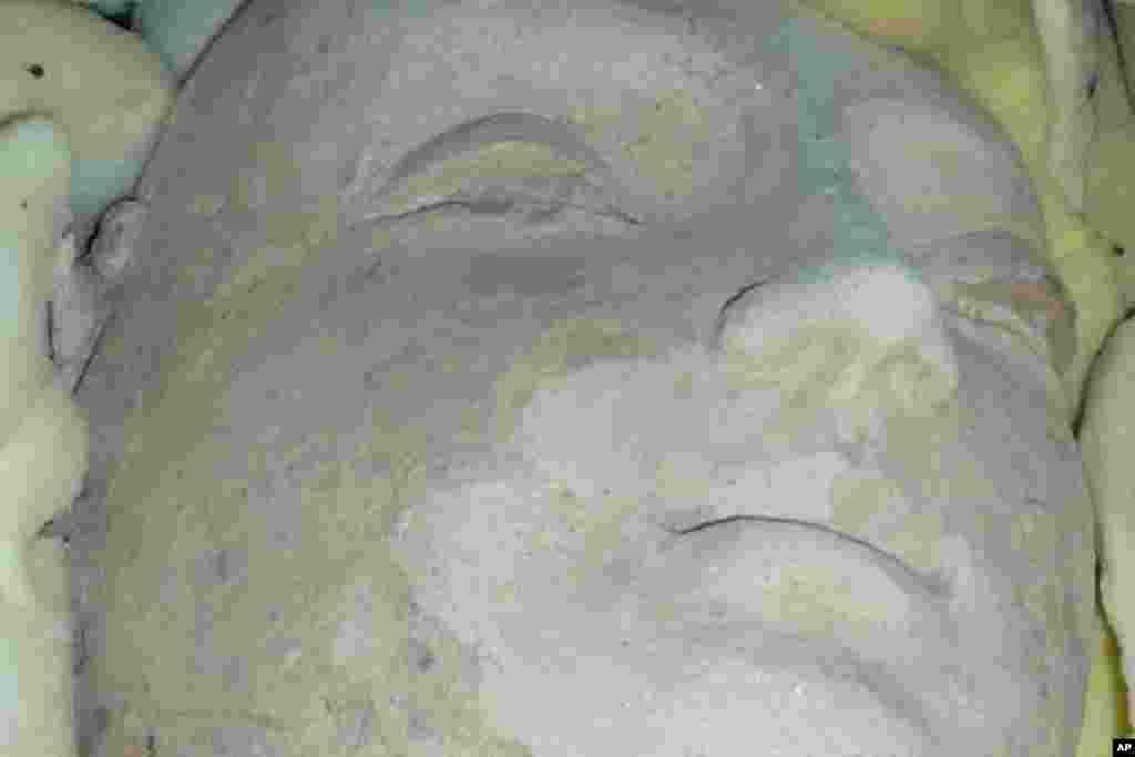 کشف چند اثر تاریخی و تحویل آن به ریاست اطلاعات و فرهنگ بامیان