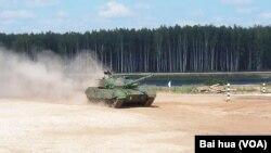 中國96A坦克參加正在莫斯科郊外舉行的國際坦克大賽。(美國之音白樺拍攝)