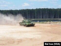 中國96A坦克參加正在莫斯科郊外舉行的國際坦克大賽。 (美國之音白樺拍攝)