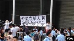 数千香港市民云集政府总部声援被困公民广场学生