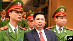 Tiến sĩ luật Cù Huy Hà Vũ đã được chính quyền Việt Nam trả tự do trong lúc đang thụ án 7 năm tù với tội danh 'tuyên truyền chống nhà nước cộng hòa xã hội chủ nghĩa Việt Nam'