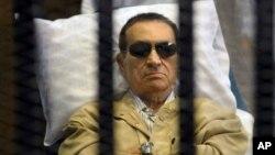 Cựu Tổng thống Ai Cập Hosni Mubarak trong 1 phiên toà ở Cairo, Ai Cập, 2/6/2012