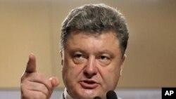 Petro Poroshenko dalam konferensi pers di Kyiv (26/5).