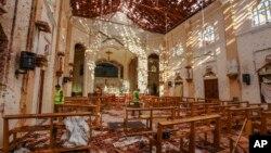 Vista de la iglesia de St. Sebastian dañada en una explosión en Negombo, en el norte de Colombo, Sri Lanka, el domingo 21 de abril de 2019. Más de 200 personas murieron y cientos más fueron hospitalizadas tras ocho explosiones en iglesias y hoteles este Domingo de Pascua.
