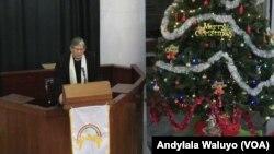 Pendeta Stephen Sulaiman memberikan khotbah ibadah Natal di Gereja Immanuel Jakarta, Jumat 25 Desember 2015. (VOA/Andylala)