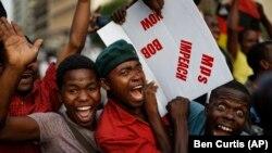 Festa nas ruas depois de resignação de Robert Mugabe