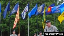 陆军野战军第一军团指挥官布朗鼓舞士气 (来源:美国军方照片)