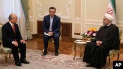 Presiden Iran Hassan Rouhani (kanan) menerima kunjungan Kepala IAEA Yukiya Amano di Teheran, hari Minggu (20/9).