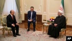 Tổng thống Iran Hassan Rouhani (phải) hội đàm với Giám đốc Cơ quan Năng lượng Nguyên tử Quốc tế Yukiya Amano (trái) trong một cuộc gặp gỡ ở Tehran, Iran, ngày 20 tháng 9, 2015.