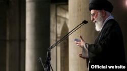 عکس آرشیوی از رهبر جمهوری اسلامی ایران