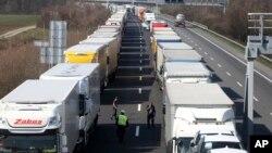 Kamioni na autoputu blizu austrijsko-mađarske granice, 18. marta 2020.