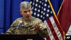 Juru bicara pasukan koalisi, Kolonel Steve Warren memberikan penjelasan kepada media (foto: dok).