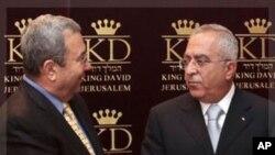 以色列國防部長巴拉克(左)和巴勒斯坦總理法耶茲(資料圖片)