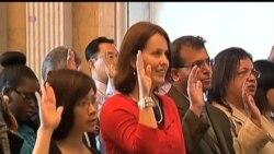 2013-07-04 美國之音視頻新聞: 30名新移民宣誓成為美國公民
