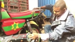 'Jireenyi baqataa kun gaa akka nama hin goone qabu' Ibsaa Bakaree, Baqataa Oromoo Naayiroobbiitti Mootoraan geejjiba kennee jiraatu