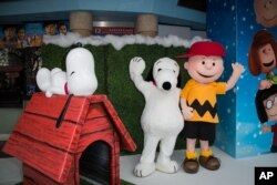 "Karakter Peanuts tampil di acara pemutaran perdana ""The Peanuts Movie"" di London belum lama ini"