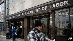 Bộ Lao Động Hoa Kỳ tại New York hôm 18/3/2020. Đơn xin trợ cấp thất nghiệp đã tăng vọt vì dịch Covid-19.