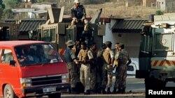 Les forces de sécurité sud-africaines au KwaZulu-Natal, Afrique du Sud, 15 juillet 1998.