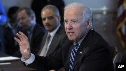 """Phó Tổng thống Hoa Kỳ Joe Biden nói rằng vấn đề bạo động bằng súng đòi hỏi hành động """"ngay tức khắc"""" và """"khẩn cấp"""""""