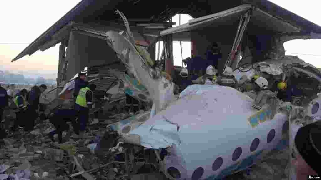 حادثے کے شکار ہونے والے طیارے میں 98 افراد سوار تھے۔