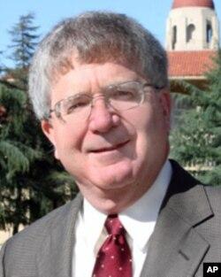 斯坦福大学宪法中心主任迈克尔•麦克康纳尔