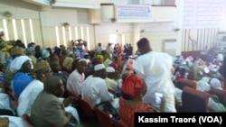 """La """"Conférence d'entente nationale"""" se tenant à Bamako, au Mali, le 27 mars 2017. (VOA/Kassim Traoré)"""
