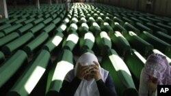 Kovčezi sa posmrtnim ostavima 520 identifikovanih žrtava masakra u Srebrenici