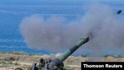 중국 인민해방군이 핀퉁섬에서 실시한 군사훈련에서 M110 자주포를 발사하고 있다. (자료사진)