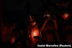 Penduduk asli Brazil dari berbagai kelompok etnis mengambil bagian dalam protes untuk demarkasi tanah dan menentang pemerintahan Presiden Jair Bolsonaro, di Brasilia, Brazil 16 Juni 2021. (Foto: REUTERS/Ueslei Marcelino)