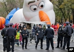 بادکنک عروسک ها برای رژه میسیز در شهر نیویورک