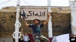 가다피 관저를 점령한 반군