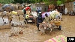 Evacuations à Niamey suite aux inondations Niamey, la capitale du Niger le 19 août 2012.