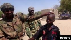 Un ex enfant-soldat enrôlé par Boko Haram, le 22 avril 2015 au Tchad. (REUTERS/Moumine Ngarmbassa)