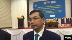 "NEC Deputy Director Kouy Bunroeung told reporters afterward that the agency will push to establish new voter lists ""as soon as possible."" (Photo: Hul Reaksmey/VOA Khmer)"
