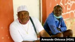 Activistas angolanos Afonso Ngangula (esq) e Caçador Mucongo (dir), Namibe