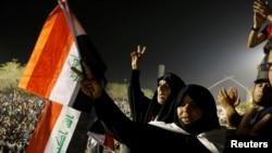 گروهی از طرفداران مقتدی صدر. گزارش شده است آنها علیه جمهوری اسلامی ایران شعار دادند.